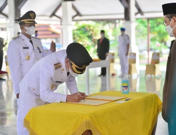 Dihadapan Gubernur, Bupati dan Wakil Bupati Rokan Hilir di Lantik