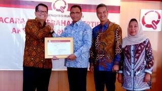 Bupati Rohil Terima Penghargaan Akreditasi Bintang Tiga